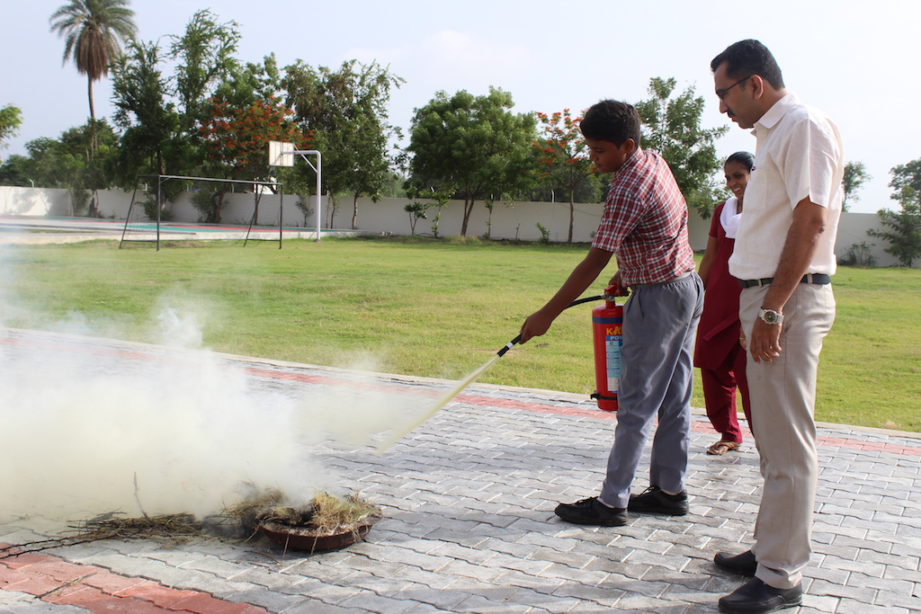 The display of Mock Drill for extinguishing fire